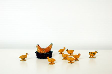 Poule et poussins (en métal)